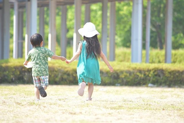 走る子供達
